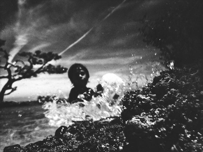 Splash 💦 Blackandwhite IPhoneography NEM Mood NEM Black&white Mobilephotography Water Beach Fun EyeEm Best Shots