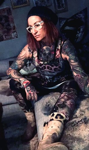 Tattoomodels Vanasch Clothes Tattooedwomen Tattoos Sitting Sunglasses Full Length One Person Adult Young Adult Women Eyeglasses  Lifestyles Relaxation Beautiful Woman Portrait Beauty One Woman Only Real People