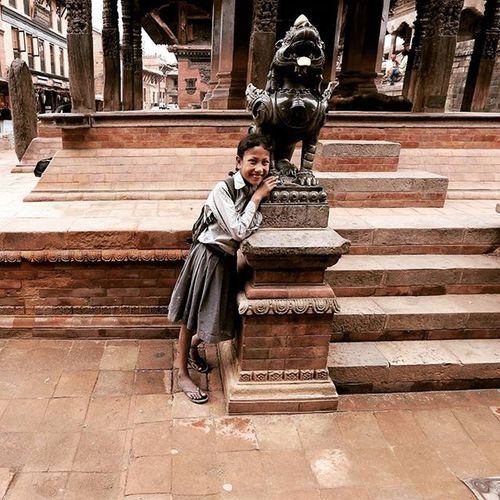 A smile at the ancient city, Bhaktapur. Not only as tourism spot, Bhaktapur still a hometown for thousands of Nepali. Bhaktapur Nepal Dktm Ikece Ngetrip Nusantarakita Mountainesia Instapendaki Pendakicantik Pendakiindonesia Kerengan Mainsebentar Awesome_photographer Airasiapotw Igshotz_folk ExploringGlobe Alldayexploring Adventurevisuals Travel2next 30xthirty Zerogrid Myfeatureshoot Worlderlust Worldtravelpics Modernoutdoorsman exploretocreate earthfocus