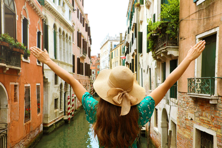 Rear view of woman in Venice Hat Rear View Venezia Venice Canals Venice Italy Venice Italy 🇮🇹 Venice, Italy Vintage Filter Woman Architecture Building Exterior Built Structure Hairstyle Italy Leisure Activity Lifestyles One Person Venezia Italia Venice Venice - Italy Venice View Vintage Photo Woman Hat Woman Portrait women around the world