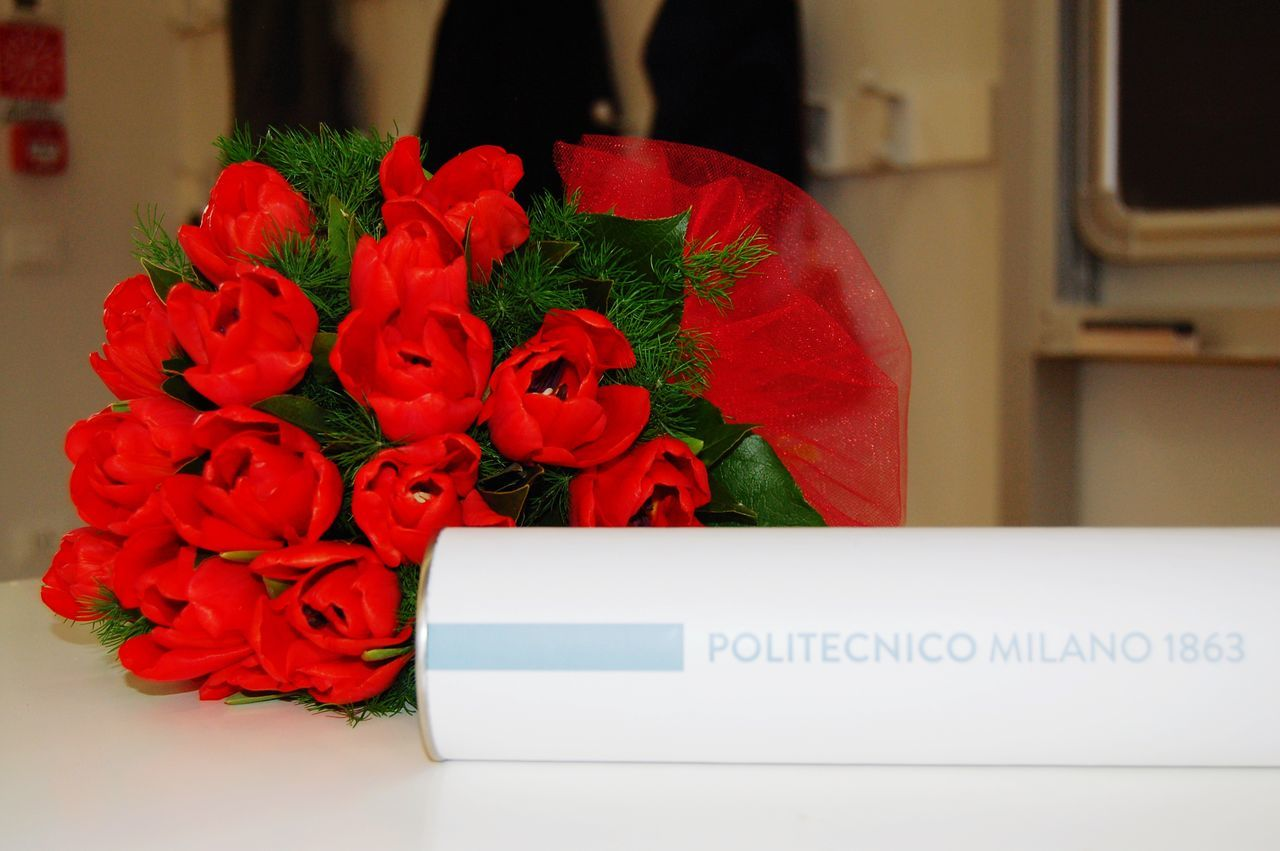 flower, vase, bouquet, indoors, petal, flower head, arrangement, table, beauty in nature, fragility, close-up, gift, freshness, celebration, nature, no people, day, florist