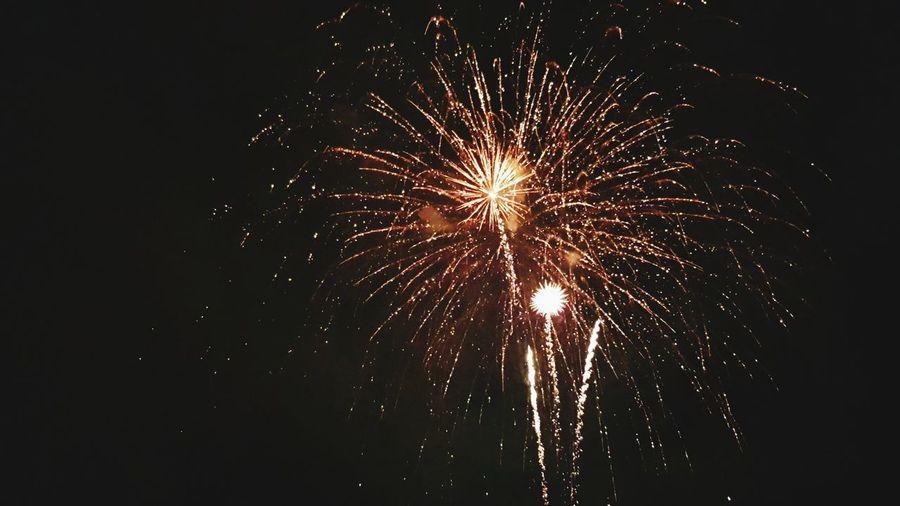 fuochi d'artificio Explosion Of Color Fuochi D'artificio  Fuochi Artificiali Spettacolo Pirotecnico Umbria, Italy Castiglione Del Lago EyeEmNewHere This Is Strength