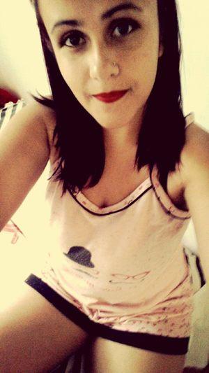 Meu ultimo dia de férias, então vou ficar de pijama e de batom vermelho! 😂😂😂