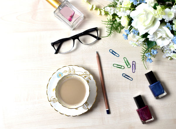 My manicure bottles and coffee. Flatlaystudio Flatlaystylist Flatlay_inspire FlatLay Photography Flatlaycontest Flatlaystylist Accessories Bouquet Bouquet Of Flowers Clips Cup Of Coffee Eyeglass Flatlay Flatlayoftheday Flatlayphotography Flower Nail Paint Nail Polish Pencil Pencil Drawing Perfume Bottle White Background White Flower Flatlays Flatlay White Flower