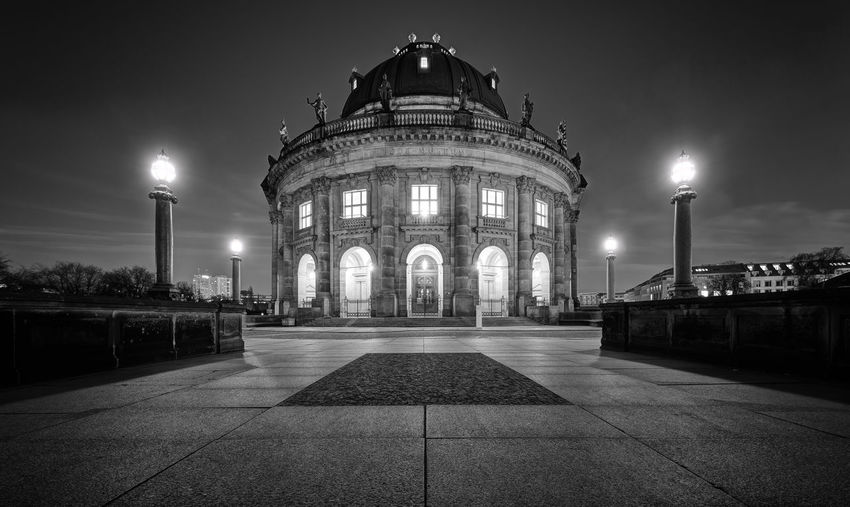 Architecture Berlin Bodemuseum Building Exterior Built Structure Bw City History Illuminated Monochrome Museumsinsel Nachtaufnahme Night No People Outdoors Schwarz Weiß Sky Street Light Travel Destinations