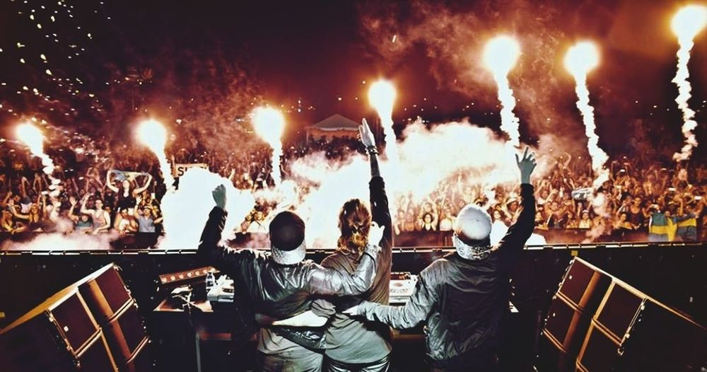 Can you finde me in the picture?? Steveangello Steve Miami Canyouseeme #awesomenight #shm