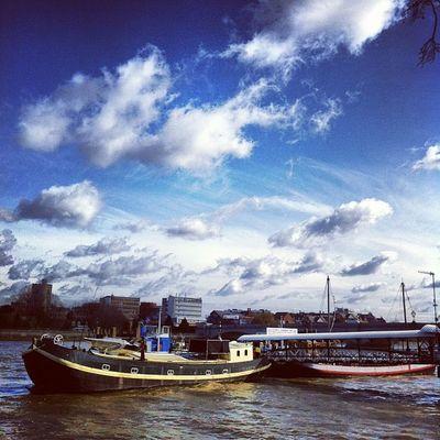 Putney. #thames #sky #instagram #focusonimaging #iphoneography # Skyporn Instagram Scenic Thames Igerslondon Seelondon Focusonimaging Putney IPhoneography Sky Landscape Boats Blue London Cloudporn Iphoneonly
