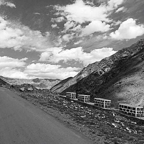 Mountain Sky Cloud Nature Beauty In Nature Cloud - Sky Avenue Longwayride Monochrome Photography