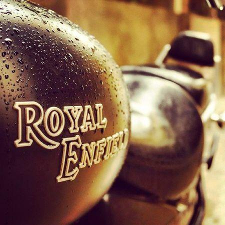 Royalenfield MotoTrips Kolkata Thunderbird500 Tb5 Bullet India Soul Soulrider Rockstar Rain Raindrops Water Waterdrops Droplets Rainy