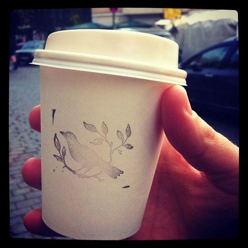 #coffee #kaffee #latte #berlin #kreuzberg #cup #schönescafe #bird #putabirdonit Kreuzberg Putabirdonit Schönescafe Coffee Berlin Bird Kaffee Latte Cup
