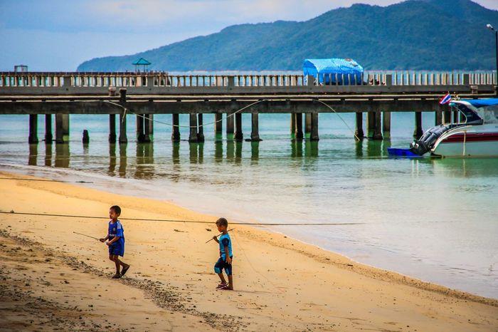 islander ทะเล ระนอง ประเทศไทย ท่องเที่ยวไทย ท่องเที่ยว เกาะพยาม หาดทราย เด็กน้อย เด็ก เด็กเล่น ชาวเกาะ เด็กชาย Islander Ranong Thailand Reflection Playing Daily Life Children Kohphayam Lifestyle Mountain Child Beach Childhood Boys Sand Sea Pier Coast