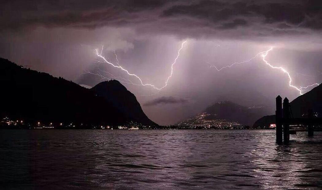 Hello World Taking Photos Lake Como Temporale Fulmini Spettacolo Foto scattata da Carate Urio a Luglio 2K14