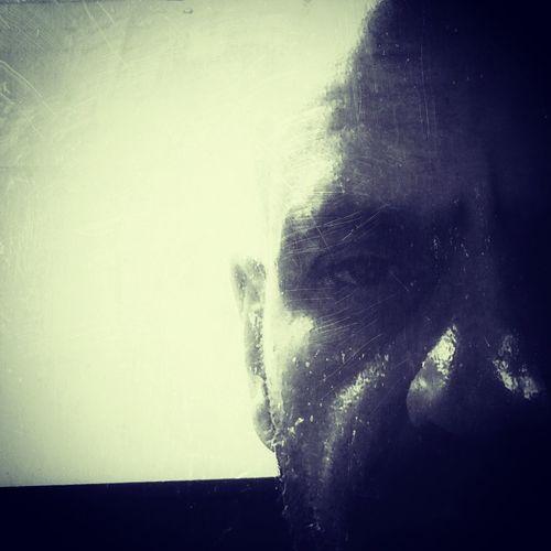 Un sabio dijo: no prometas cuando estes feliz, no respondas cuando estes enojado, no decidas cuando estes triste, algun dia, puede que aprenda!!! Pensamientos En Voz Alta Love Is In The Air Outdoors Adult Human Body Part Indoors  Obsession Bw_collection One Person Love ♥ Aprenent My Obsession Mimundoytu Si Te Importa Ya Lo Sabre,sino Que Mas Da