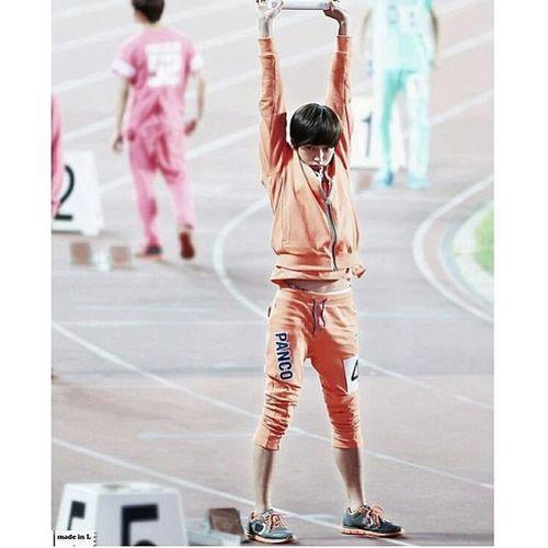 Omg L is so adorable L Myungsoo  Infinitenation Infinité seoulsmile seoulinspirit {cr:owner}