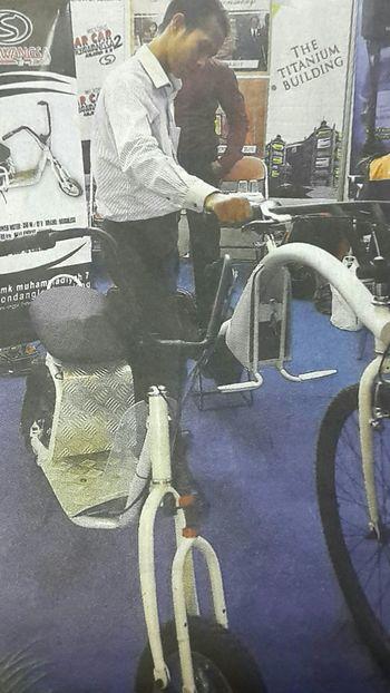 "Capturing of original picture (Kompas/Bahana Patria Gupta) on page 20th of Harian Kompas (9/18/15) had titled ""Pameran Cipta Karya"". Pameran Pengunjung Sepeda Elektrik"