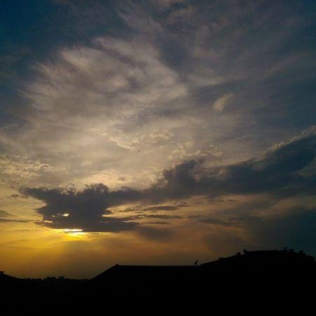 Evden Gunbatimi almanagi... 26haziran 2014 Istanbul Sunset sky skyporn color cloud manzara nature hd hdr gokyuzu photo art city