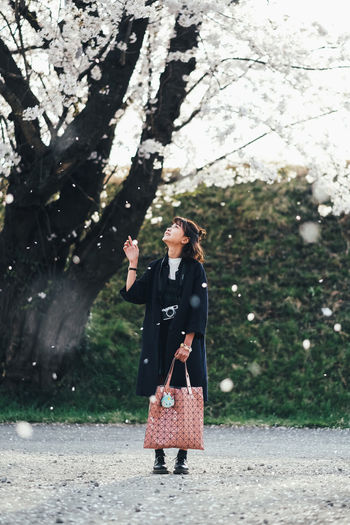 Dreaming One Person Real People Tree Full Length Plant Standing Lifestyles Front View Nature Adult Leisure Activity Holding Day Women Young Adult Casual Clothing Human Arm Clothing Outdoors Arms Raised Sakura Sakura Blossom Sakura Trees