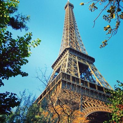 """""""Eu não quero tudo de uma vez não, eu só tenho um simples desejo... Hoje eu só quero que o dia termine bem"""" Paris Torreeiffel  Eiffeltower Blogmochilando blogrumo basicoamais Loucosporviagem landscape in_europe nextyear"""