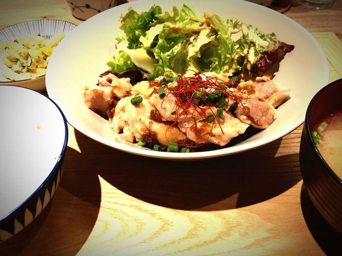 今日のランチは蒸し鶏。最初はライトに食べられるけど、下には鶏油がたっぷりでコッテリに変身。食べ応えも感じられ、美味しいランチになりました。^^ Lunch Food Boiled Chicken