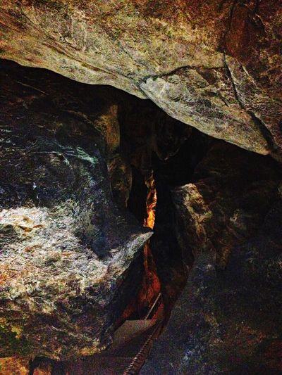 Limestone Cave Taking Photos 球泉洞
