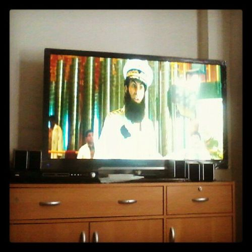 The Dictator with @alyssamilano Boredtodeath Sembreak Weekend