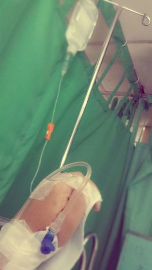 IV hate this kind of feeling.. 😷😣 Admitted To The Hospital.. Hospital Life Ouch!!