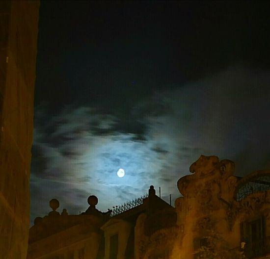 Luna Lunera Ligth And Shadow Barcelona Nigthpicture Fotografías con un P9 en modo toma nocturna.