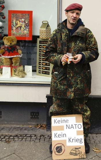 Demonstration against the politics of the actual Bundesregierung, government in Germany. Specially against war and the rhetorik off Präsident Gauck. 13.12.2014. Bellevue Brd Bundesregierung Demo Demonstration Diplomatic Eu Europ Frieden Friedenstauben Gauck HBF Berlin Krieg Kriegsminister Medialer Ansturm Medien Merkel NATO Peace Polizei Presse Reporter Schloss Bellevue Vonderleyen War