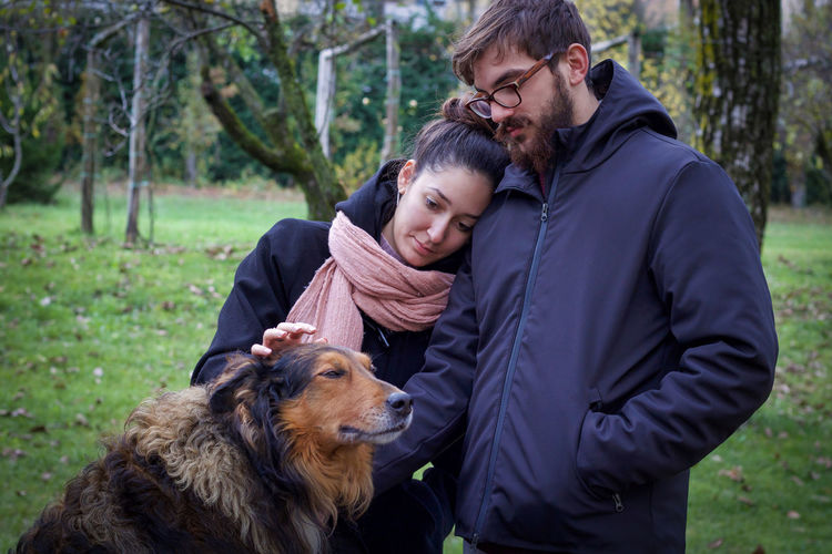 connecting moment Human Connection Togetherness Mammal Domestic Animals Love Two People Dog Domestic Canine Pets Adult Emotion Bonding Tree Men Positive Emotion Couple - Relationship Pet Owner Warm Clothing Woman Family Garden Tenderness Connection Lifestyles