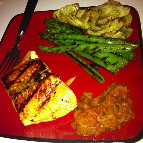 Courtesy of my new searing pan only dirtied 1 dish! Pan seared salmon, asparagus and artichoke, with some grilled pineapple chipotle? Ffrfitness Fit Healthy Cleaneating foodporn goodeats nomnom
