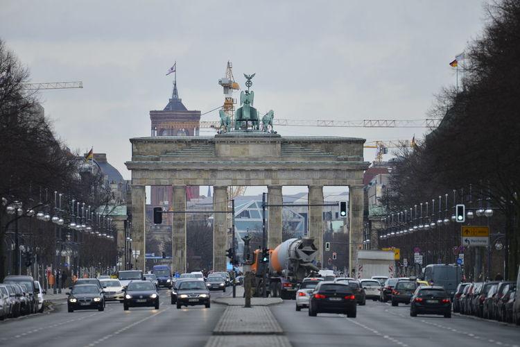 Das Brandenburger Tor in Berlin. Architecture Berlin Brandburger Tor City Deutschland Germany Travel Travel Destinations Water