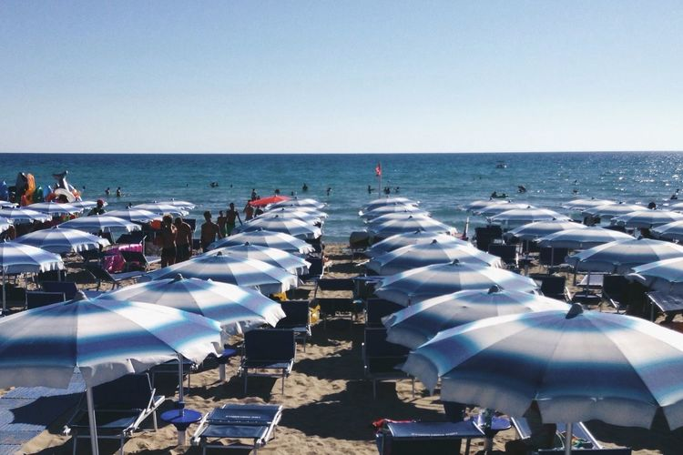 Summer Views Beach Lines of Parasol Lido in Puglia Italy Vscocam VSCO IPhoneography The Tourist Blue Wave Sommergefühle