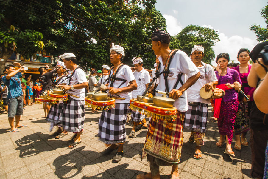 Ubud - Cremation Bali Crematorium Hindu Culture Hindu Temple Hinduism INDONESIA Indonesia_allshots Music Natgeo Natgeotravel Parade People People Photography Shootermag Shootermagazine Street Streetphotography Tourism Ubud Urban Urban Landscape Vacation Vacation Time Vacations Violet