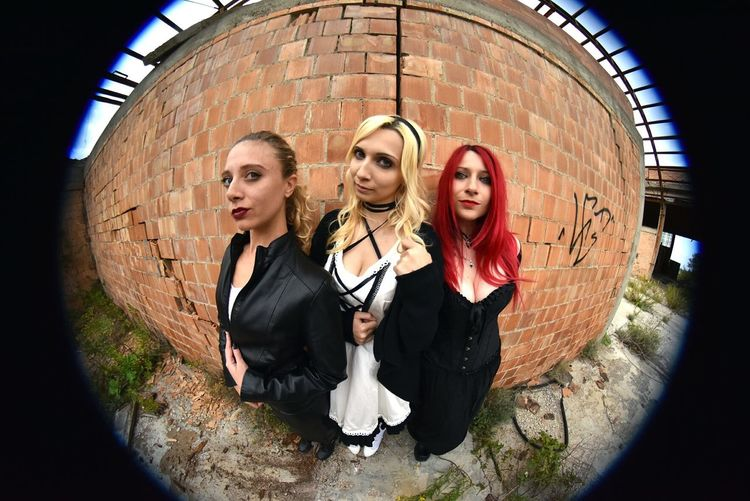 Curve in un mondo di Curve #urbanphotography #urbanexploration  #urbex #decay  Passione_fotografica Decay And Dereliction Decay Decayed Beauty Ubexexplorer Tuscany Toscana Urbex_rebels Urbex_supreme Modella Italiangirls Fischeye Portrait Young Women Togetherness Looking At Camera
