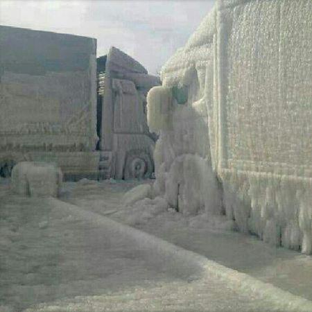 Ser lite småkallt ut Truck Ice Freezing Sunrise brrr cold winterwonderland
