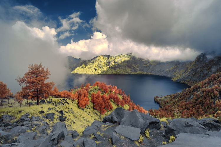 Scenic view of segara anak lake, indonesia