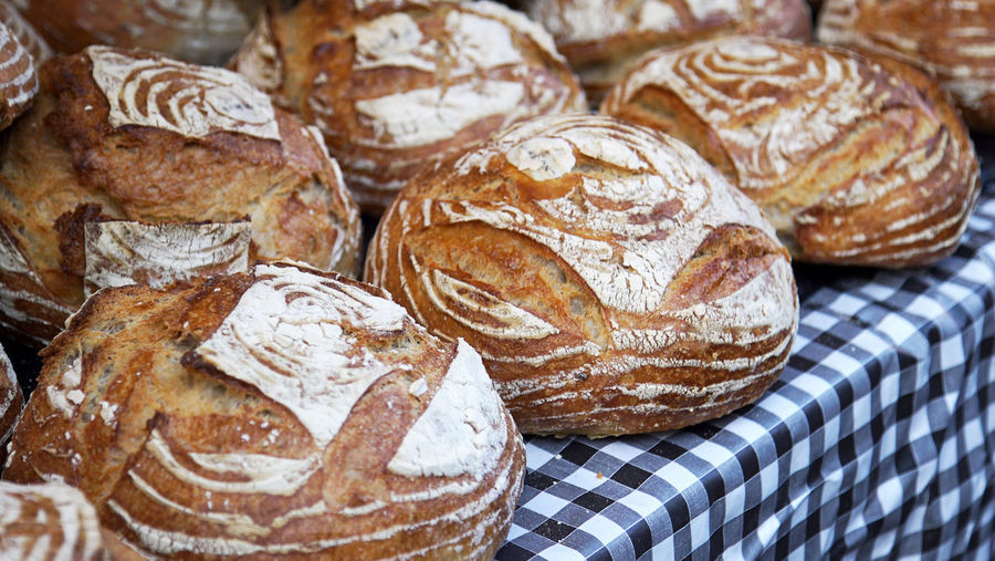 Bread loaves at the market Artistic Bakery Bread Flour Food Gingham Market Market Stall Ready-to-eat