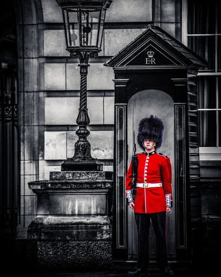 London gaurd at Buckingham Palace First Eyeem Photo London Buckingham Palace Soldier Red Balck And White Uk England🇬🇧 Canonphotography Canon 5dMarkIII Light And Shadow Special Specialeffect