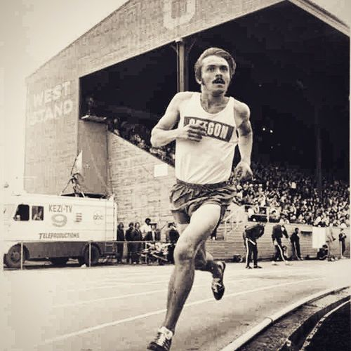 Today I would like to give Steve Prefontaine a shoutout on the 40th anniversary of his death... the world can only imagine what he would have accomplished if he did not die at an early age due to a fatal car accident in Eugene, Oregon 😓😭 @fl.milesplit @runnersspace Nebxc Nebtf
