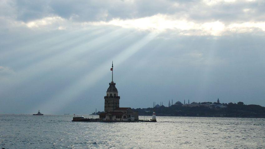 Architecture Maidenstower Maidentower Istanbul Turkey Kizkulesi Sea Sky Sunrays The City Light