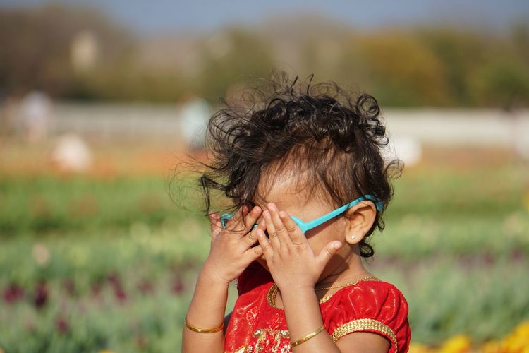 Ufffff oooooo Gold Indian Red The Portraitist - 2018 EyeEm Awards Tulips Brown Hair Child Childhood Covering Day Expression Focus On Foreground Garden Girl Hairstyle Infant Innocence Lifestyles Outdoors Portrait Sunglasses The Photojournalist - 2018 EyeEm Awards My Best Photo