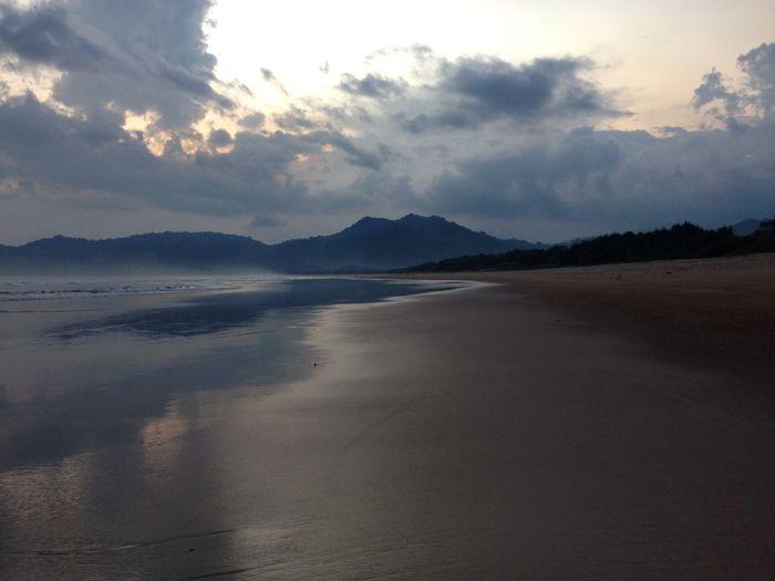 Surfing Banyuwangi Beach Pulau Merah