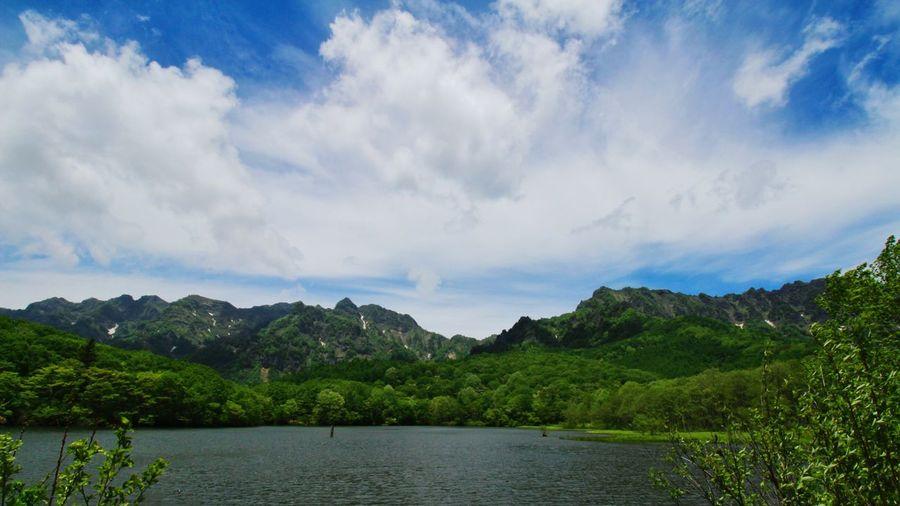 戸隠の鏡池♪風が強くて鏡にならなかった😅 EyeEm Nature Lover EyeEm Best Shots - Nature Beautiful Nature Sky And Clouds 戸隠の山並は顔出した😆