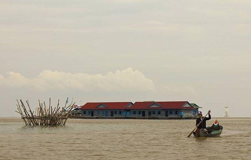 Tonlesap Tonlesaplake Cambodia Fisherman Poverty Floatingvillage Southeastasia Lifeasiseeit Johnnelson