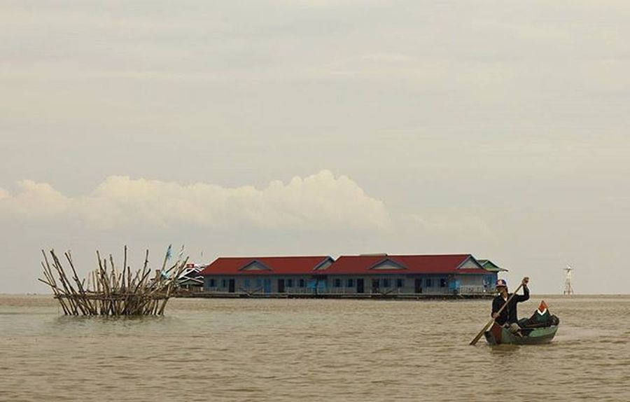 Tonlesap Tonlesaplake Cambodia Fisherman Poverty Floatingvillage Southeastasia Lifeasiseeit Johnnelson