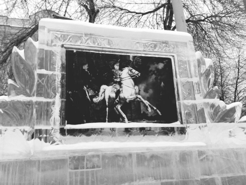 Ice Sculpture Black And White this is so beautiful♥