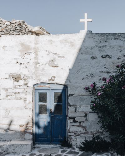 Travel EyeEmNewHere EyeEm Gallery The Week on EyeEm EyeEm Selects Travel Church Vacations Cyclades Paros EyeEm Best Shots EyeEm Selects Greece Architecture Building Exterior Built Structure Building Day No People Nature Religion Belief Sunlight Cross Wall - Building Feature
