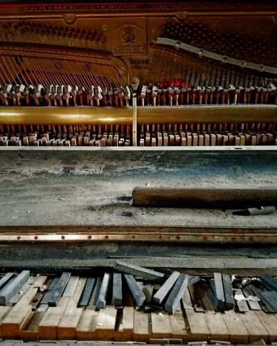 Lieblingsteil Dilapidated Upright Piano Old Piano Ruined Musical Instrument EyeEm Best Shots EyeEm Gallery EyeEm Best Edits Fine Art Photography Piano Piano Moments