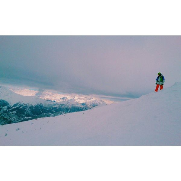 Another amazing powder day... My God ride a snowboard... Snowboarding Snowboard Freeriding Fuoripista Backcountry Prali Praliskiarea Mountain Alps Ig_torino Piemonte