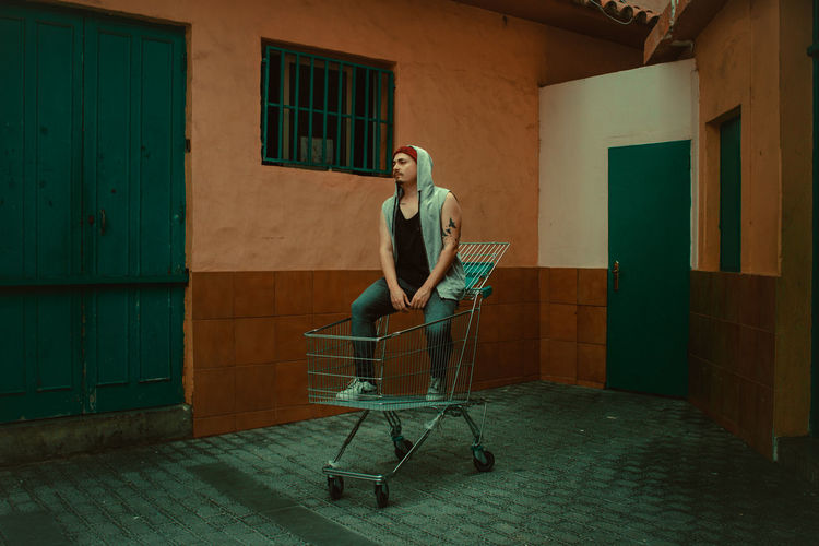 All green. Erik Best EyeEm Shot EyeEm Best Shots EyeEm Of The Week Architecture Built Structure Casual Clothing Lifestyles Real People Young Adult The Street Photographer - 2018 EyeEm Awards The Portraitist - 2018 EyeEm Awards